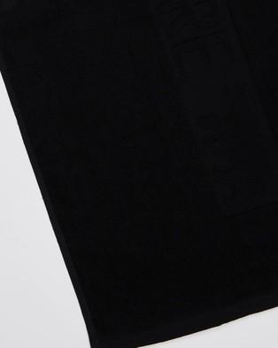 Running Bare Studio Gym Towel - Towels (Black)