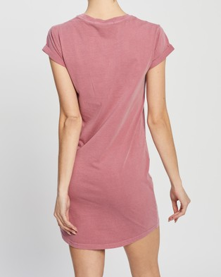 Silent Theory Flow Tee Dress - Printed Dresses (PINK)