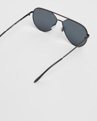 Quay Australia Hold Please - Sunglasses (Black & Smoke)