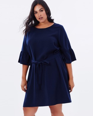Atmos & Here Curvy – Jessie Belted Frilled Sleeve Shift Dress – Dresses (Navy)