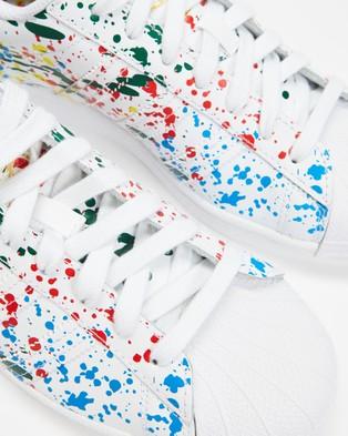 adidas Originals Superstar   Unisex - Lifestyle Sneakers (White & Multicolour)