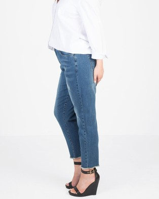 Love Your Wardrobe Distressed Jeans - Crop (Indigo)