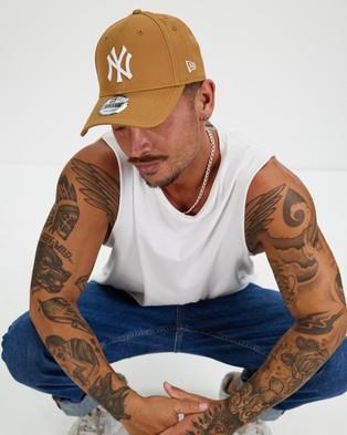New Era 940 New York Yankees Cap - Headwear (Wheat & White)