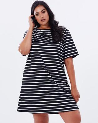 Atmos & Here Curvy – Caitlyn Jersey Shift Dress – Dresses (Black Stripe)