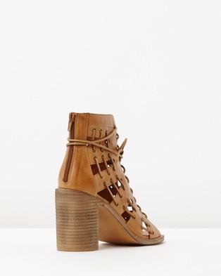 Mollini Jayman Leather Block Heels - Sandals (Tan Leather)