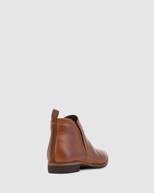 Eos - Gaid Boots (Brown)