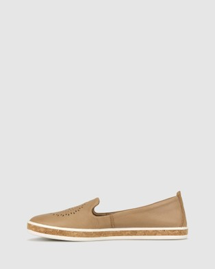 Airflex Guest Leather Slip On Shoes - Casual Shoes (Camel)