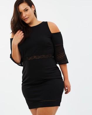 Atmos & Here Curvy – Karina Cut Out Sleeve Dress – Bodycon Dresses Black