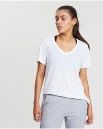 2XU - Urban V-Neck Hi-Low Tee