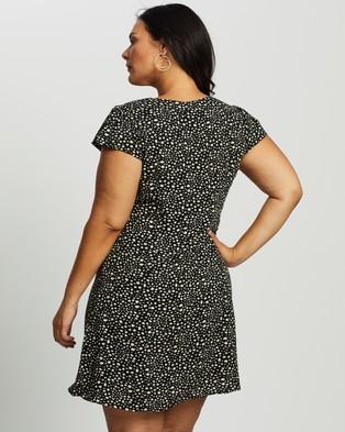 Atmos&Here Curvy Haylie Mini Dress - Printed Dresses (Black Mono Spot)