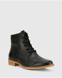 Wittner - Carver Lace Up Flat Ankle Boots