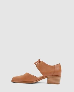 Jane Debster Exhibit - Mid-low heels (TAN)