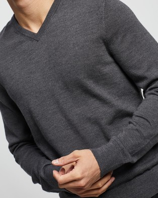 Calvin Klein Slim Fit Merino Wool V Neck Sweater - Jumpers & Cardigans (Grey Heather)