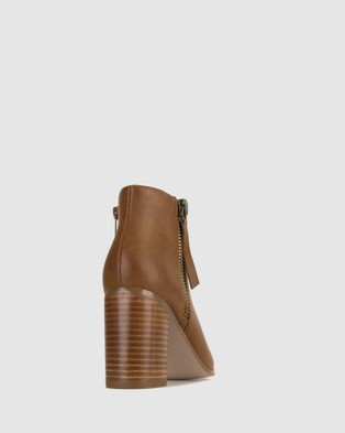 Betts - Kyte Pointed Toe Boots Heels (Tan)