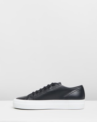 Common Projects Tournament Low Super   Women's - Sneakers (Black & White)