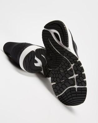 New Balance Fresh Foam 860 V11   Women feet s - Performance Shoes (Black & White)