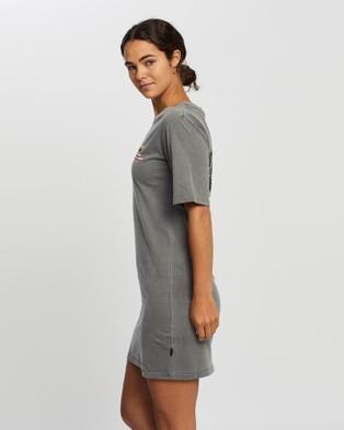 Silent Theory West Coast Tee Dress - Printed Dresses (CHARCOAL)