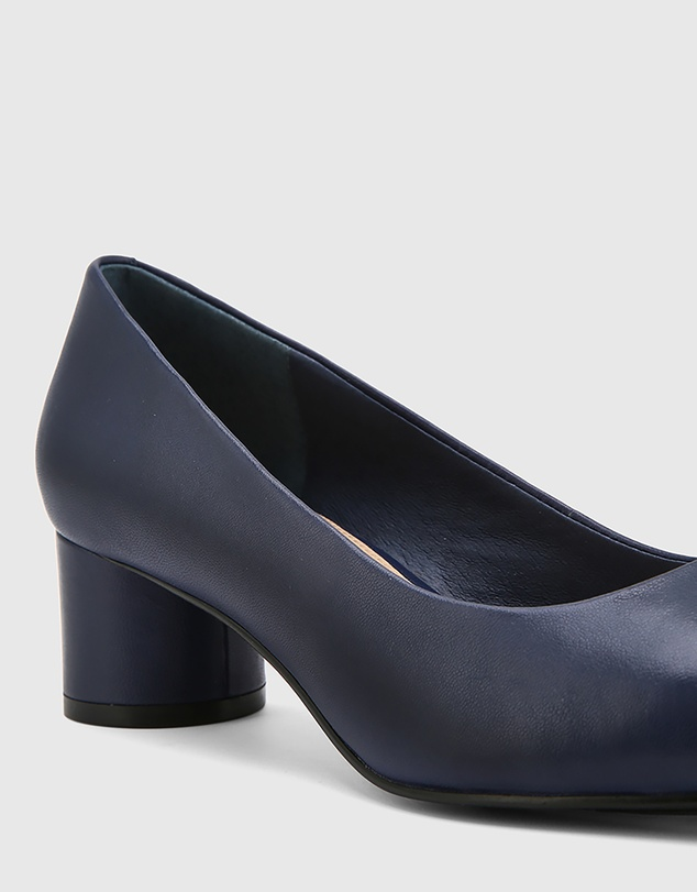 Women Galore Leather Round Toe Pumps