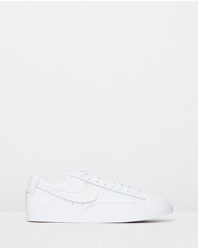 Nike - Blazer Low LE Basketball Shoes - Women's