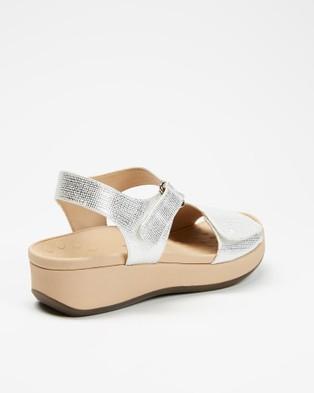 Vionic Raz Metallic Wedge Sandals - Wedges (White)
