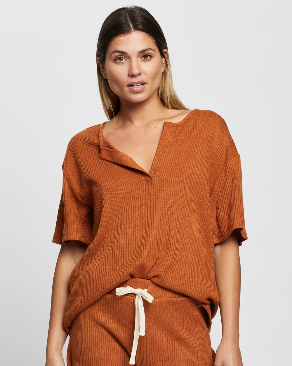 Atmos&Here - Willow Relaxed Tee - Tops (Mocha) Willow Relaxed Tee