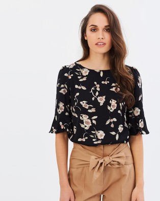 Forcast – Rae Flare Sleeve Top – Tops (Black Floral)