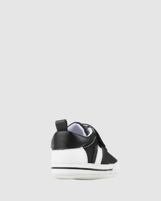 Kicks Kenny Sneakers - Flats (Black/White)