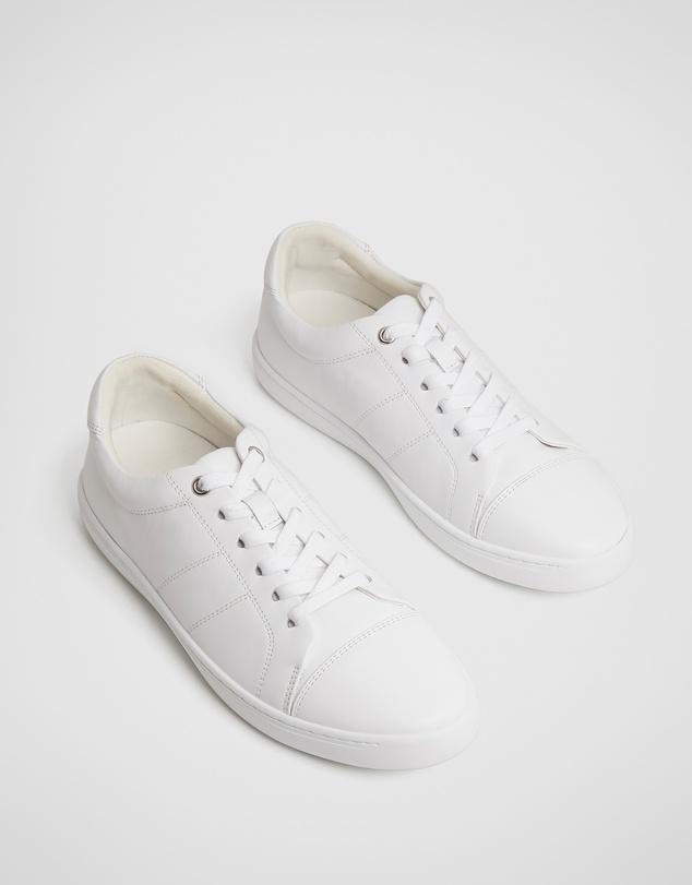 Women Lara Sneaker
