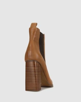 ZU - West Heeled Chelsea Boots Heels (Tan)