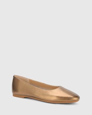 Wittner Art Leather Round Toe Flats Metallic