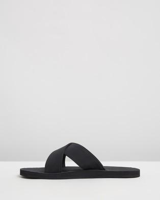 Indosole ESSENTLS The Cross   Men's - Casual Shoes (Black)