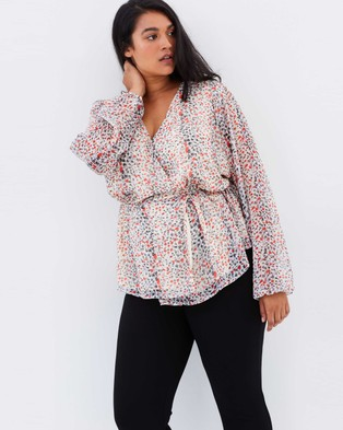 Atmos & Here Curvy – Harlow Blouse – Tops (Pink Leopard)