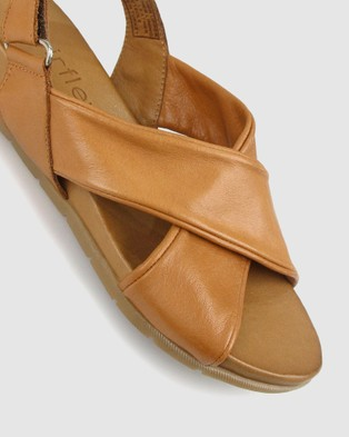 Airflex Zada Leather Wedge Sandals - Sandals (Tan)