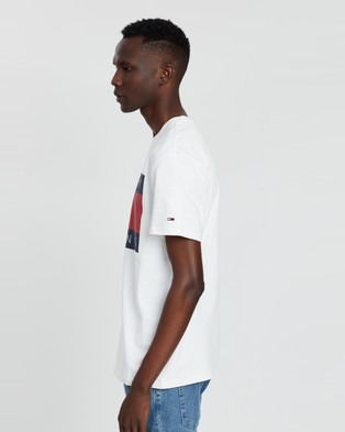 Tommy Jeans Tommy Flag Tee - T-Shirts & Singlets (Tommy White)