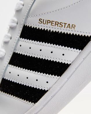 adidas Originals Superstar   Women's - Lifestyle Sneakers (Footwear White, Core Black and Metallic Gold)