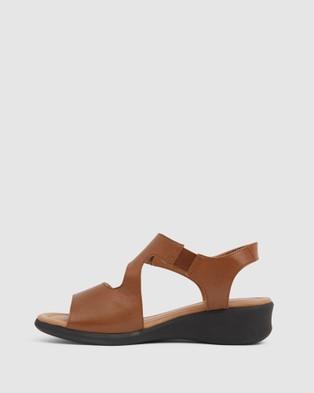 Wide Steps Patty - Heels (Tan )