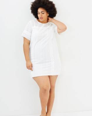 Atmos & Here Curvy – Eva Broderie Dress White