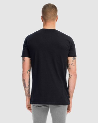First Division Core Crest Tee - T-Shirts & Singlets (BLACK)