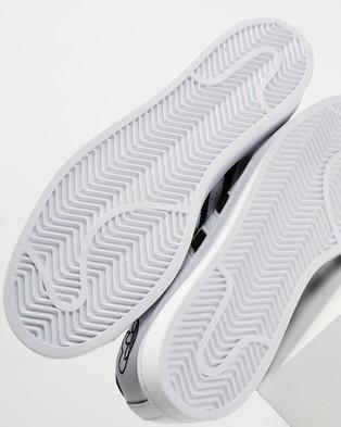 adidas Originals - Superstar Women's Lifestyle Sneakers (Footwear White, Core Black and Metallic Gold)
