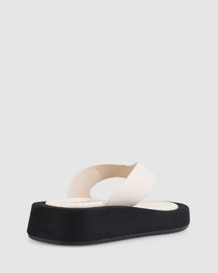 Verali - Bouncer - Thongs (Cream) Bouncer