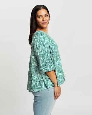 Atmos&Here Curvy Rosie Smock Blouse - Tops (Green Floral)