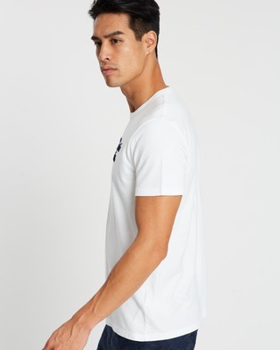 Abercrombie & Fitch Heritage Logo Tee - T-Shirts & Singlets (White)