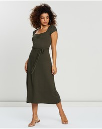 DP Petite - Petite Ruched Midi Dress