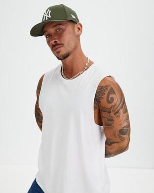 New Era 940 New York Yankees Cap - Headwear (New Olive & White)