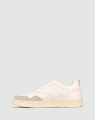 Betts Defend Street Sneaker - Lifestyle Sneakers (White)