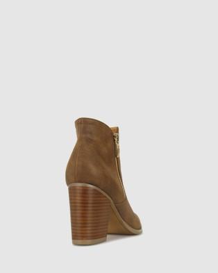 Betts Layla Block Heeled Boots Heels Tan