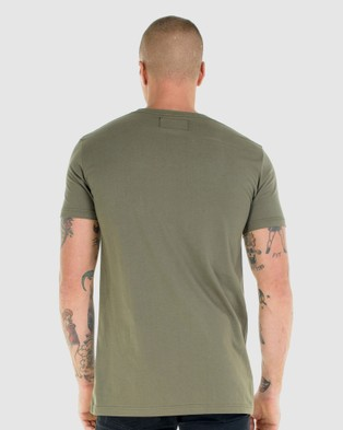 First Division Core Crest Tee - T-Shirts & Singlets (OLIVE)